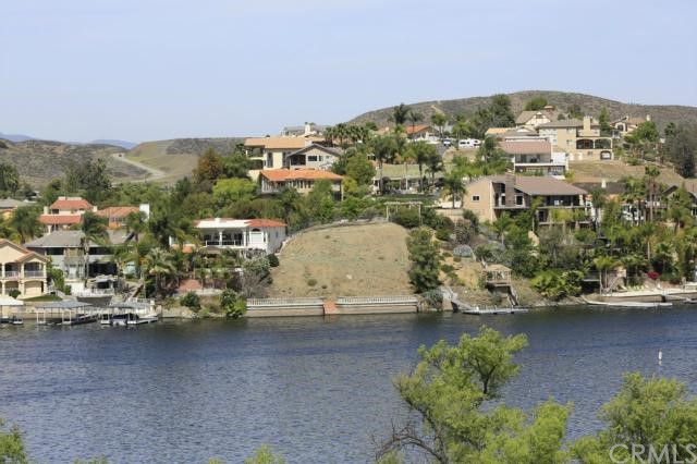 303 BIG RANGE, Canyon Lake CA: http://media.crmls.org/medias/1da5c89f-2cab-4888-a48e-c60aab570659.jpg