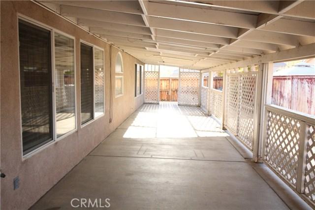 5633 E Avenue R11, Palmdale CA: http://media.crmls.org/medias/1dc34824-e2f1-4e38-b58a-d2b24a5ba96f.jpg