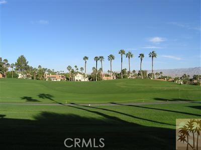 665 Vista Lago Circle, Palm Desert CA: http://media.crmls.org/medias/1dc454b2-8785-417a-aa81-5138662b19d6.jpg