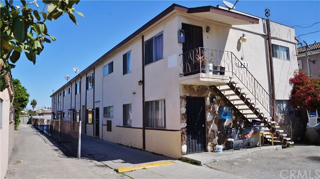 Single Family Home for Sale at 1523 Plaza Del Amo Torrance, California 90501 United States