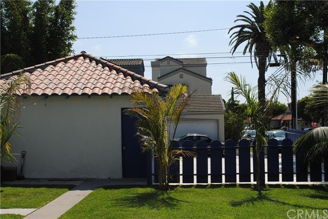 704 B California Street, Huntington Beach CA: http://media.crmls.org/medias/1dcf74eb-0768-46c4-9cbf-d5978beaaadc.jpg