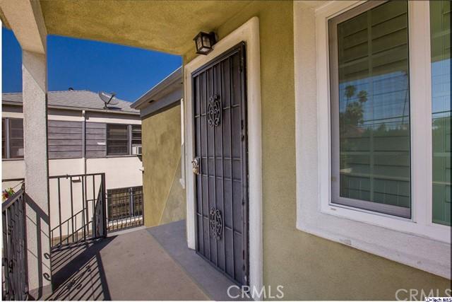 819 N Alexandria Avenue, Los Angeles CA: http://media.crmls.org/medias/1dd4581e-fa9a-46bf-bcdc-8fd4c960a75c.jpg