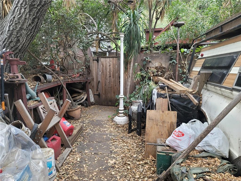 675 Brookside Lane, Sierra Madre CA: http://media.crmls.org/medias/1e04a202-29aa-449b-a7ba-8a3c7190d454.jpg