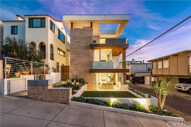 Photo of 216 13th Street, Manhattan Beach, CA 90266