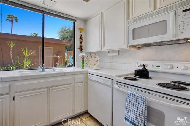 21 La Cerra Drive, Rancho Mirage CA: http://media.crmls.org/medias/1e148a78-60f3-48b4-adac-3969f81df248.jpg