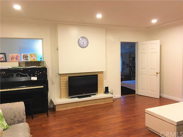 9170 Broadway, Temple City CA: http://media.crmls.org/medias/1e1a6b34-4d62-4a57-94e1-2977dcf44a47.jpg