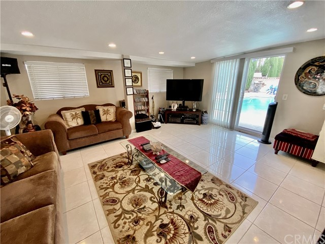 2655 W Sereno Place, Anaheim CA: http://media.crmls.org/medias/1e3198e3-873f-48da-95a7-97673a8073f6.jpg