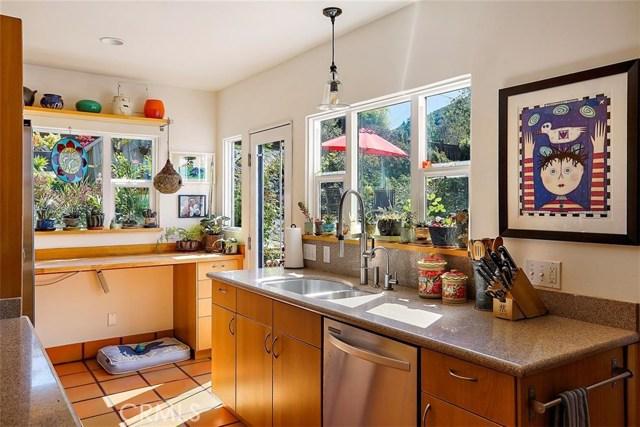 302 Buena Vista Avenue, San Luis Obispo CA: http://media.crmls.org/medias/1e3dfd9d-23b7-4b97-a3bb-6e7fd0bdde63.jpg