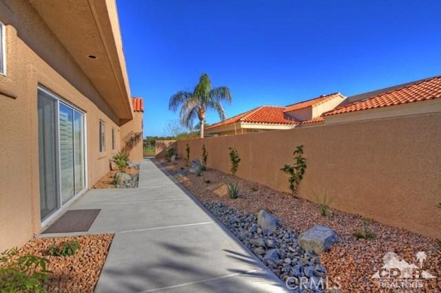39 Colonial Drive, Rancho Mirage CA: http://media.crmls.org/medias/1e554c5c-eeb4-49ca-ac72-bde7e3617d1a.jpg