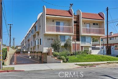 1539 158th Street, Gardena, California 90247, 3 Bedrooms Bedrooms, ,2 BathroomsBathrooms,Townhouse,For Sale,158th,SB20236108