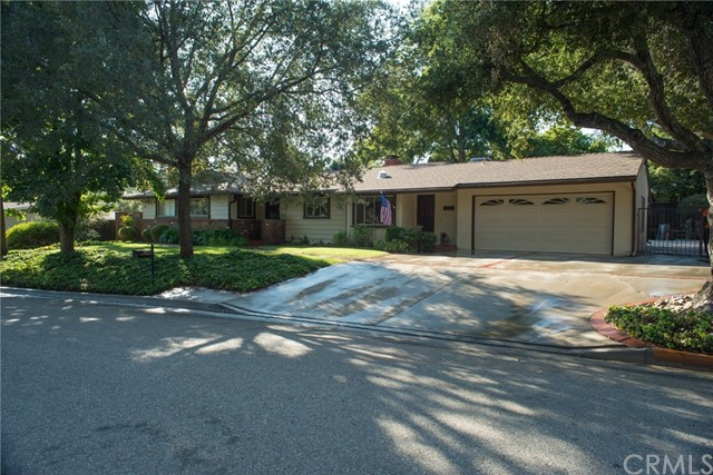 4211 Oak Hollow Road, Claremont CA: http://media.crmls.org/medias/1e98ec5b-bf75-4e9c-a358-752d4d7cd6d5.jpg