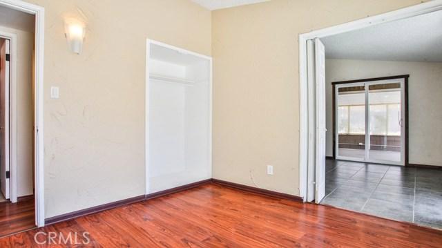 8944 Haskell Street, Riverside CA: http://media.crmls.org/medias/1e9d71a4-4128-415a-b78b-f2ec39abf977.jpg