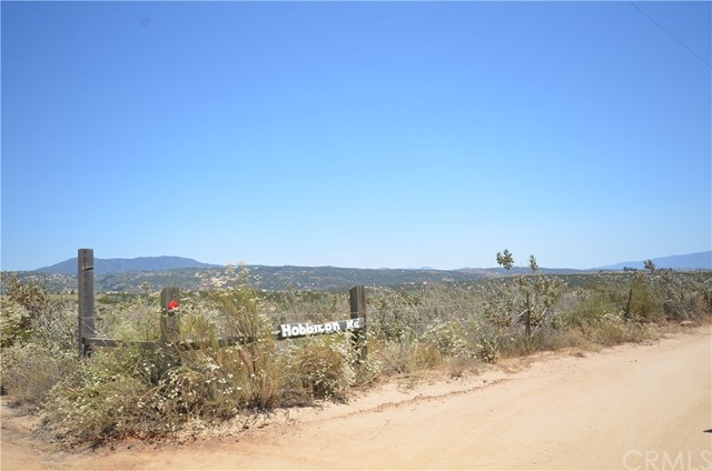 35052 Hobbiton Road, Sage CA: http://media.crmls.org/medias/1ec24c7e-aedf-4c7f-a9d5-0088ee85d88a.jpg