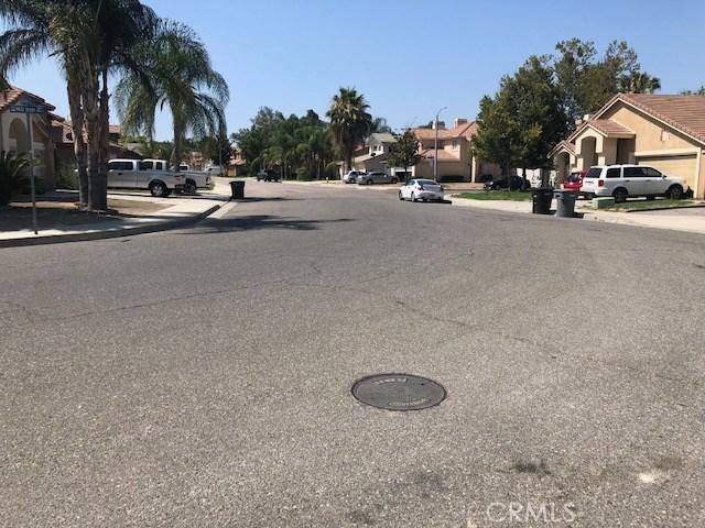 927 Mill Iron Way, San Jacinto CA: http://media.crmls.org/medias/1ee7836d-ae41-4259-9984-48b5e6d7bdf0.jpg