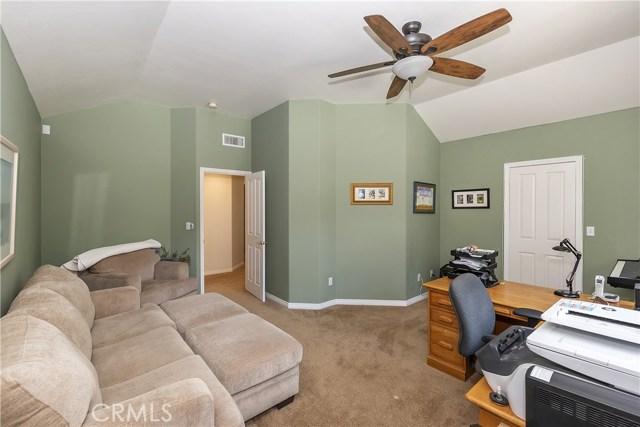 283 Fairway Drive, Lake Arrowhead CA: http://media.crmls.org/medias/1efaaea8-d5ae-4447-a531-9a246ddf781a.jpg