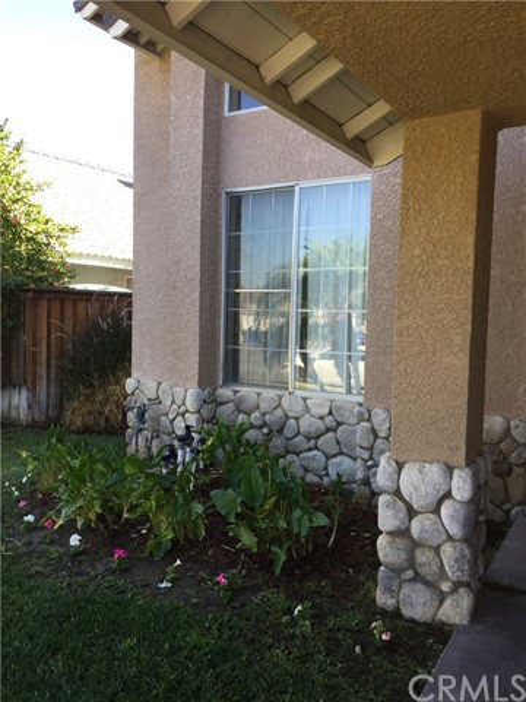 5193 Sierra Cross Way, Riverside CA: http://media.crmls.org/medias/1f2220fb-7f7e-4608-bc15-176b0d0babbd.jpg