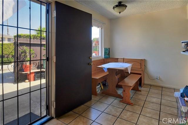 2077 Wallace Avenue, Costa Mesa CA: http://media.crmls.org/medias/1f292ec0-942b-4977-a70a-c29fa9d82c23.jpg