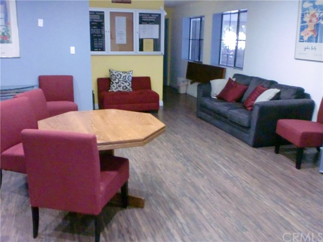 730 W 4th Street, Long Beach CA: http://media.crmls.org/medias/1f48db66-6904-4a5e-8cea-ee540b637878.jpg