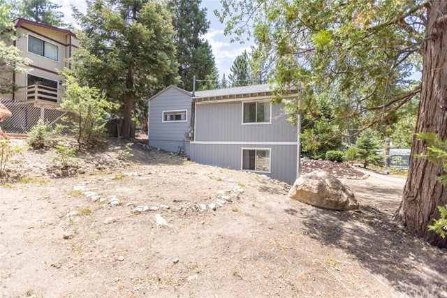 2427 Spruce Drive, Running Springs CA: http://media.crmls.org/medias/1f4bc625-c34c-4baa-85dc-673293c4e520.jpg