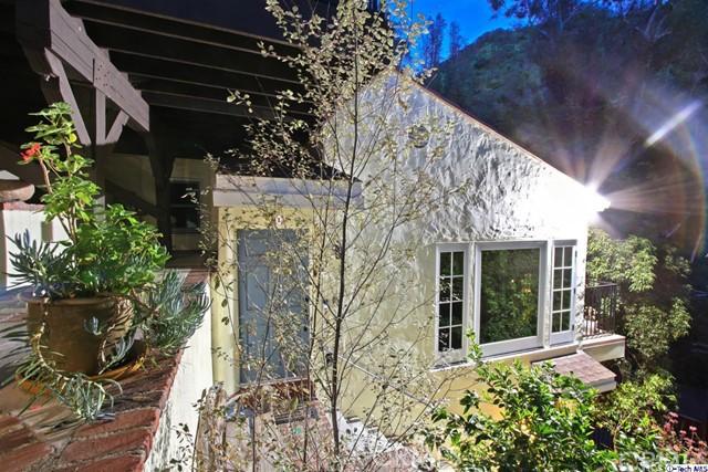 9807 Portola Drive, Beverly Hills CA: http://media.crmls.org/medias/1f5cc1ba-81ca-4235-ad93-f5eee84733d0.jpg