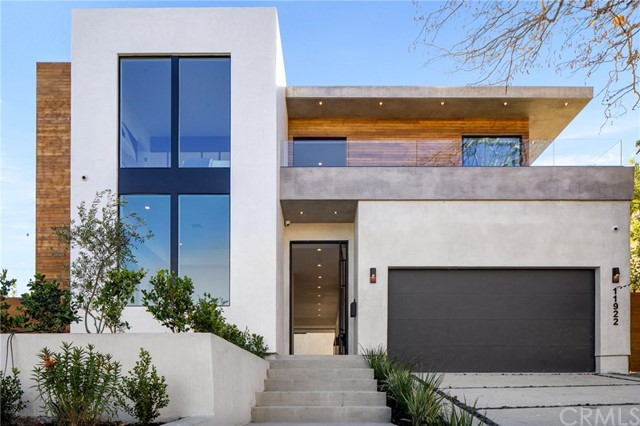 Detail Gallery Image 1 of 36 For 11922 Tabor St, Los Angeles,  CA 90066 - 4 Beds | 4/1 Baths
