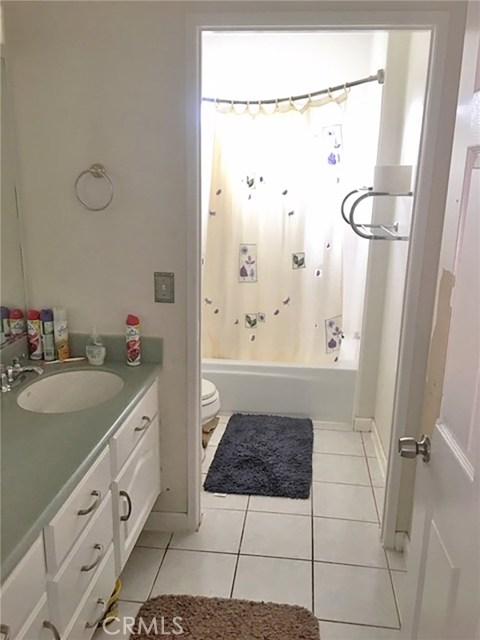 13660 1/2 Dronfield Avenue, Sylmar CA: http://media.crmls.org/medias/1f915335-b869-4857-bd0d-ba6a58ec5279.jpg