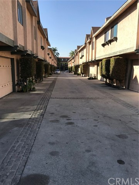 13724 Cordary Avenue 15  Hawthorne CA 90250
