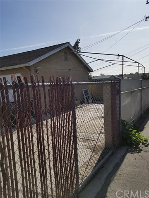 10911 Oak Street, Stanton CA: http://media.crmls.org/medias/1fc8f074-24a5-4fff-a0a7-5fad48d5e387.jpg