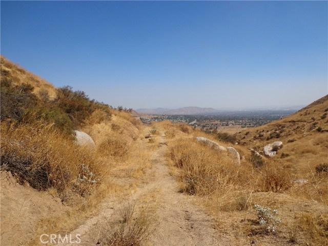 9325 JODEN RD, Moreno Valley CA: http://media.crmls.org/medias/1fd499f5-e14e-4513-b538-b2c36aab4265.jpg