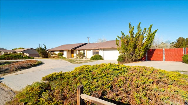 14278 Tawya Road, Apple Valley CA: http://media.crmls.org/medias/1fdb9550-6eca-406b-bad3-949acd7157d1.jpg