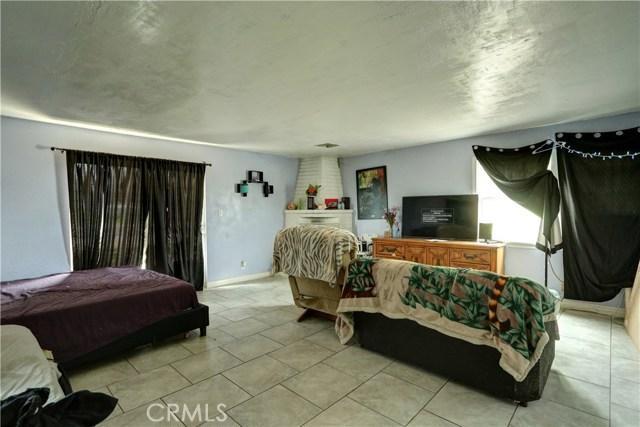 6880 Riverdale Place, Jurupa Valley CA: http://media.crmls.org/medias/1fe5174a-79b5-47e4-8524-f40321924a17.jpg