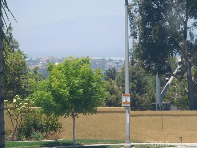 957 N Temescal Circle, Corona CA: http://media.crmls.org/medias/1fead183-ac88-44d4-a14b-4801773f43f6.jpg