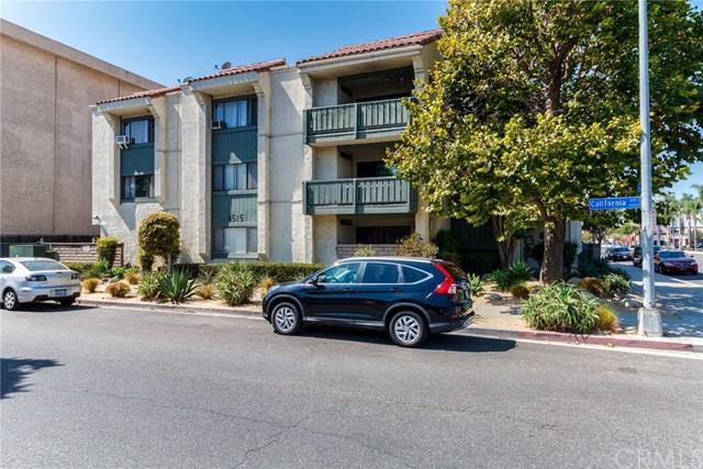 4515 California Avenue, Long Beach CA: http://media.crmls.org/medias/20088df6-4062-486e-b496-55e824cb4f15.jpg