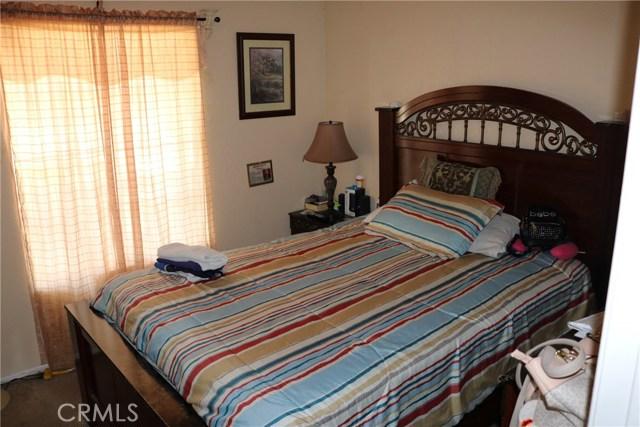 10695 Moorfield Street, Adelanto CA: http://media.crmls.org/medias/2009e974-931d-40f8-986d-6a5069d6a8c1.jpg