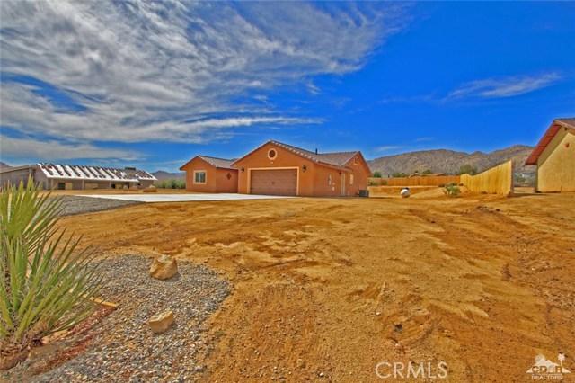 61755 Navajo, Joshua Tree CA: http://media.crmls.org/medias/2021cbd7-753e-4d14-a903-309c5ced444e.jpg