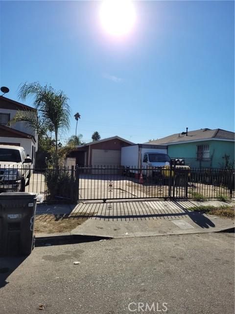 808 E 111th Drive, Los Angeles CA: http://media.crmls.org/medias/20359a6c-65bc-4aa6-81aa-d87d9962f83f.jpg