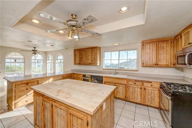 764 Rainbow Hills Road, Fallbrook CA: http://media.crmls.org/medias/205b6d56-b7c3-43f3-962e-8c65a136722e.jpg