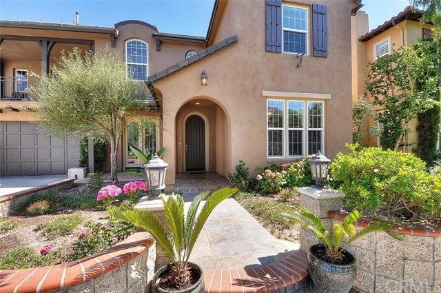 Single Family Home for Sale at 1846 Red Fox Road W Santa Ana, California 92704 United States