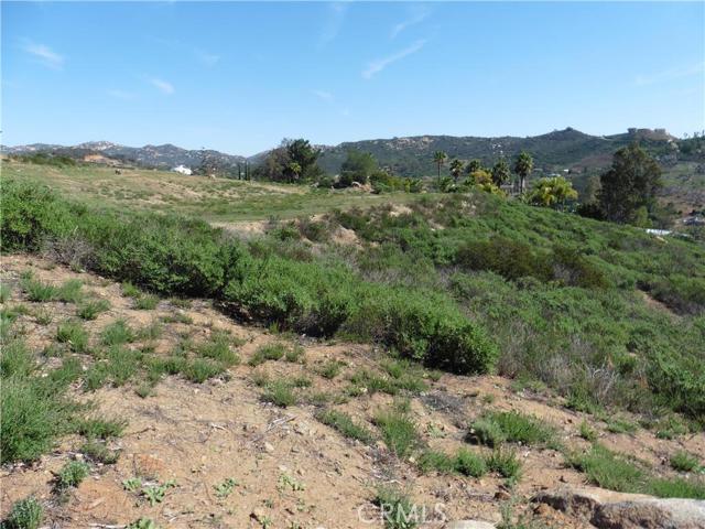 3911 Aspen Road, Fallbrook CA: http://media.crmls.org/medias/2093fb42-6590-447b-8df4-ae6acf842c0e.jpg