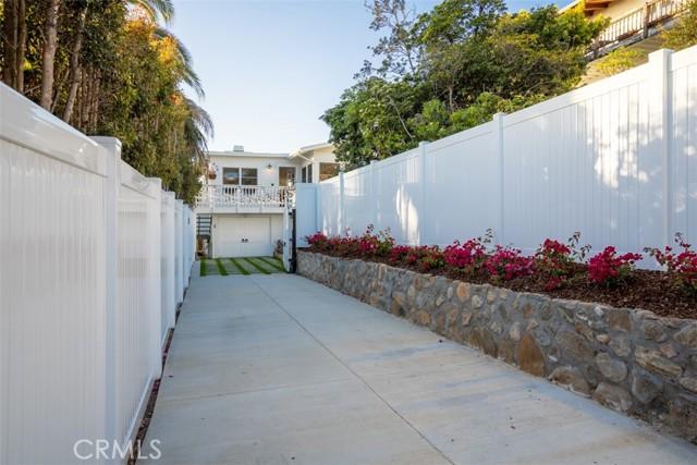 274 Upland Road, Laguna Beach CA: http://media.crmls.org/medias/209de849-0850-43f8-b36b-ce7d1b4fd67a.jpg