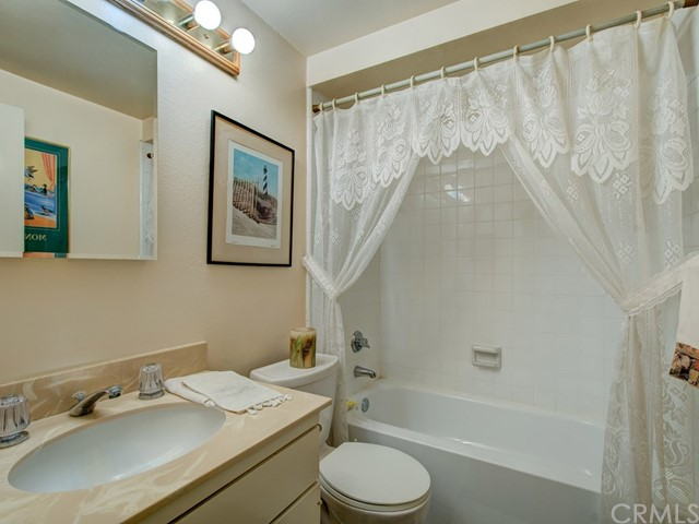 18355 Gum Tree Lane, Huntington Beach CA: http://media.crmls.org/medias/20ac88d9-eff0-4705-926e-4ab1203b8938.jpg