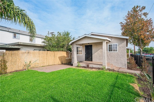 8230 Compton Avenue, Los Angeles CA: http://media.crmls.org/medias/20cca5f5-d86f-4596-b1f9-3f5f9c79d642.jpg