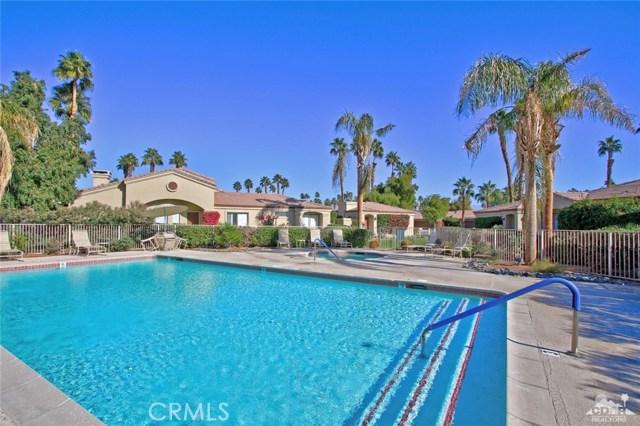 76235 Poppy Lane, Palm Desert CA: http://media.crmls.org/medias/210d7a97-4f38-4750-8248-266a9840260f.jpg