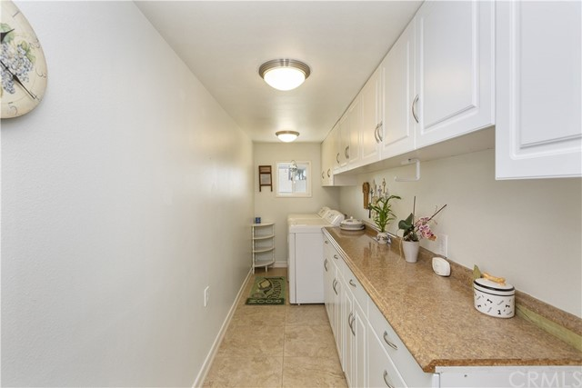 7380 Whitegate Avenue, Riverside CA: http://media.crmls.org/medias/2116d215-5f52-4904-8b88-09449dbf54cd.jpg