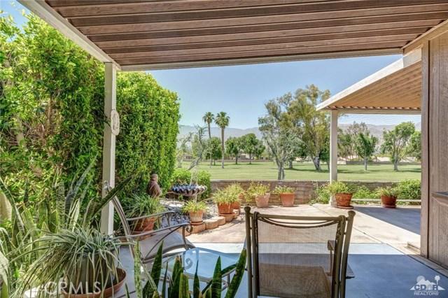 73450 Country Club Drive, Palm Desert CA: http://media.crmls.org/medias/217b2bd7-b25d-48d5-a0c4-ec0234795381.jpg