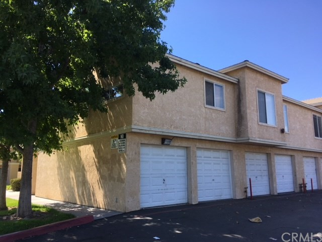 220 E Grant Street, Santa Maria CA: http://media.crmls.org/medias/21835a65-57bc-40bf-9209-a191ca1a7b1e.jpg