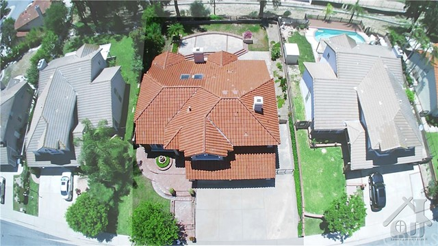 317 Amber Ridge Lane, Walnut CA: http://media.crmls.org/medias/21b1ce9d-2e42-43b0-9a89-f1eac392628a.jpg