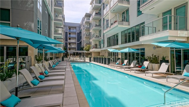 620 S Virgil Avenue, Los Angeles CA: http://media.crmls.org/medias/21c854b8-82f3-4070-a9dc-4012c46613c4.jpg