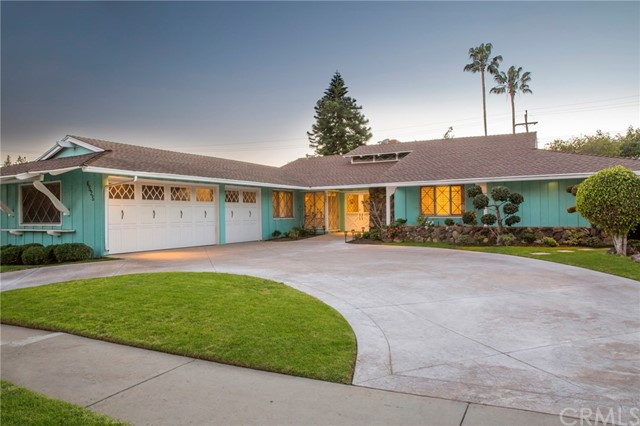 Single Family Home for Sale at 6525 Springpark Avenue Los Angeles, California 90056 United States