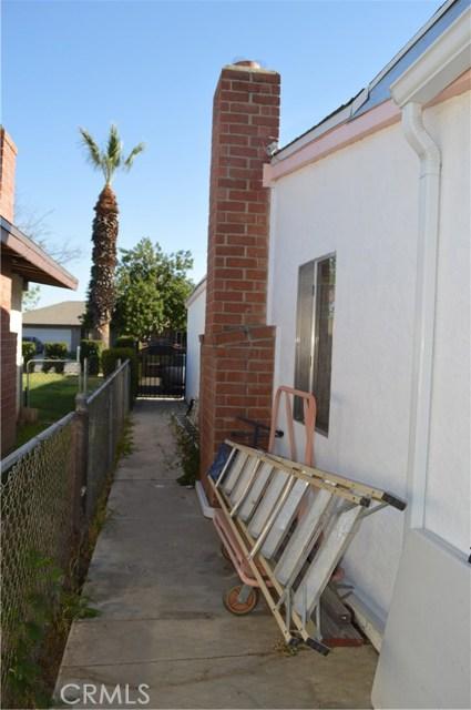 25474 Gentian Avenue, Moreno Valley CA: http://media.crmls.org/medias/221b9f4b-b8e9-40e3-b335-30621caadc0d.jpg